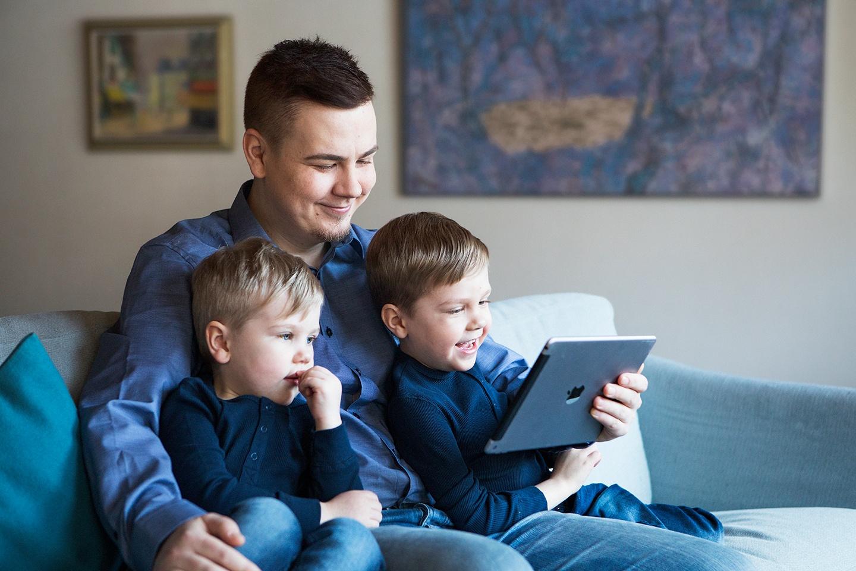 isä ja pojat RGB_net